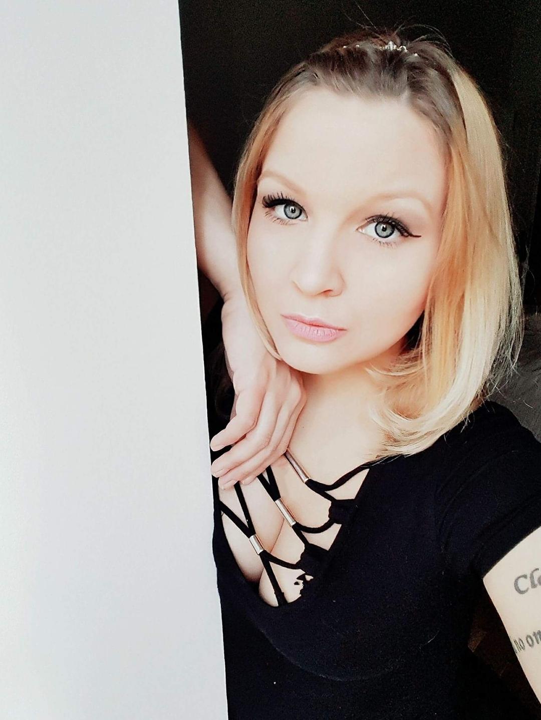 Mia Maron